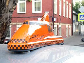 Рекламный световой короб лайтбокс на такси «Дискавери»